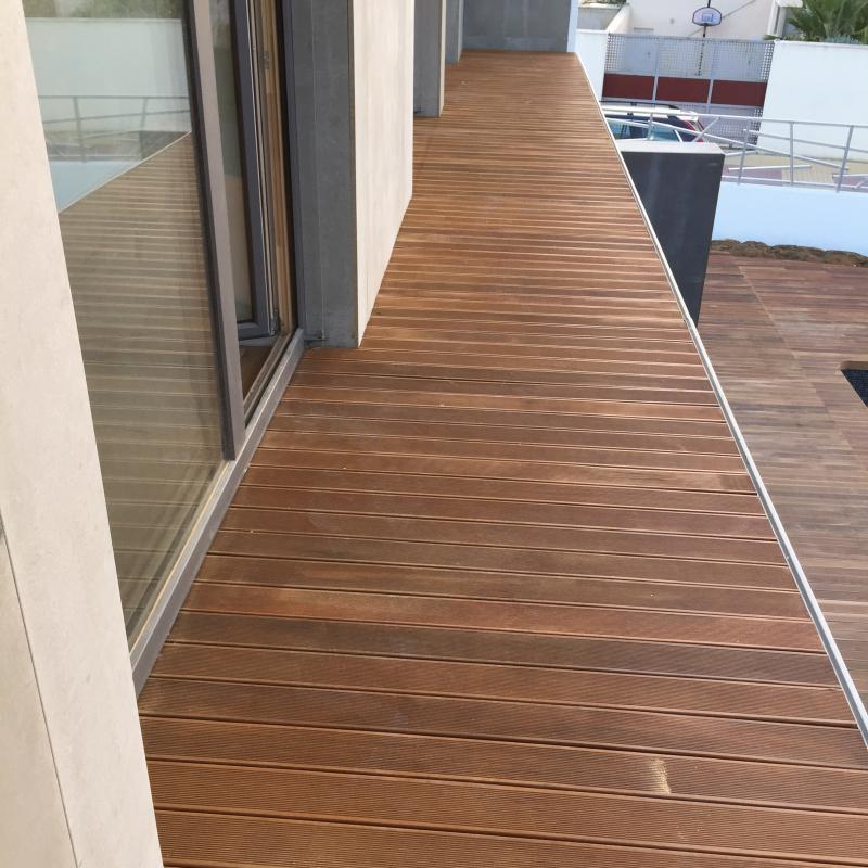 suelo de madera exterior balcón